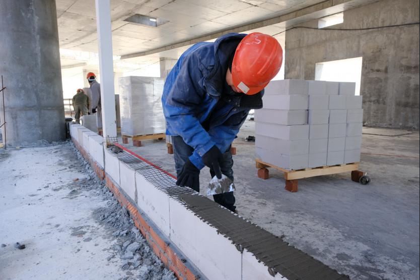 Фото Строительство ледовой арены к МЧМ-2023 в Новосибирске продолжается и в майские праздники 5