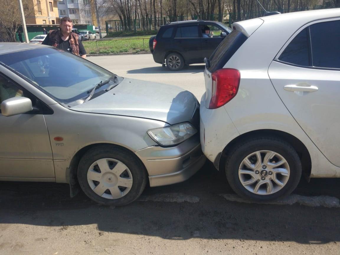 фото Пожилой житель Омска пострадал в аварии из 4 автомобилей 2