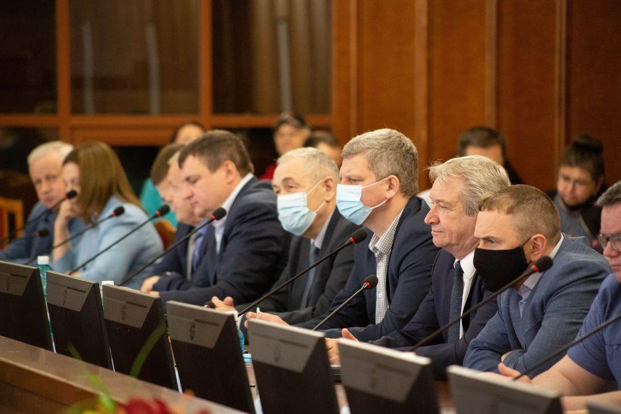Фото Бороться за бюджет: депутаты Заксобрания добиваются увеличения финансирования строительной отрасли в регионе 4