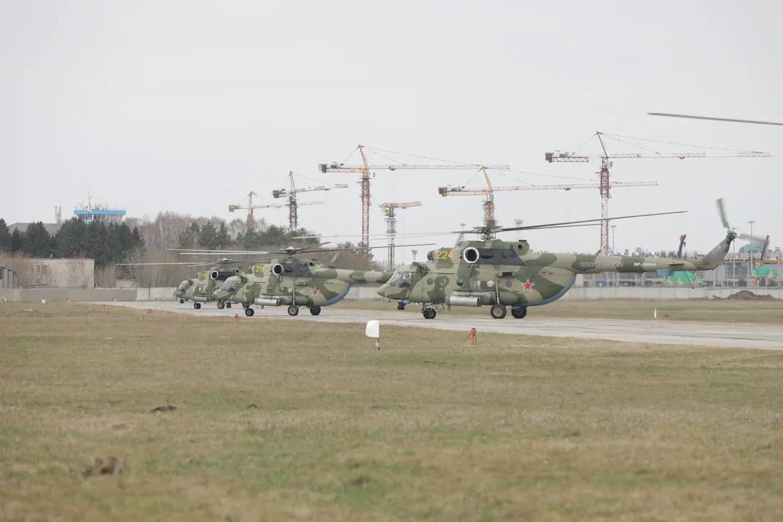 Фото Истребители и штурмовые вертолёты провели первую репетицию в небе над Новосибирском 2