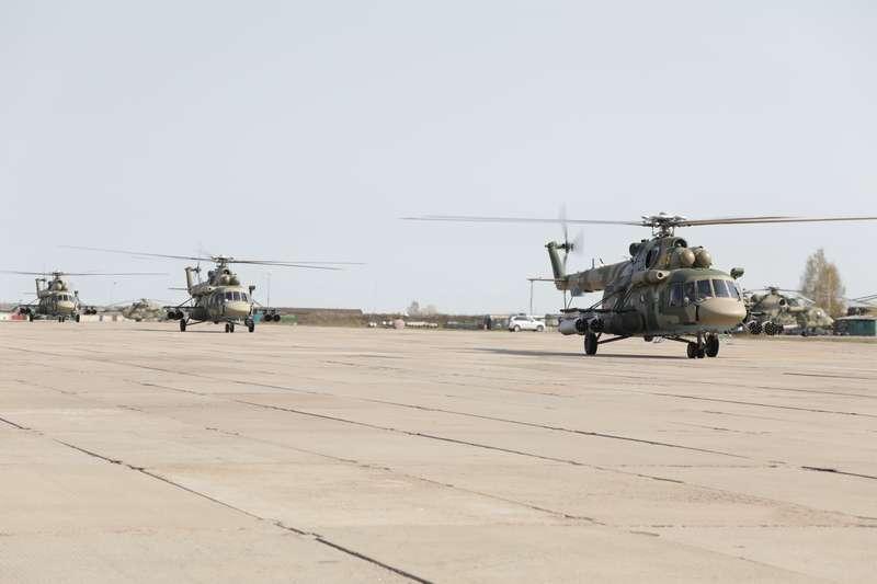 Фото Репетиция авиапарада ко Дню Победы прошла в Новосибирске 4