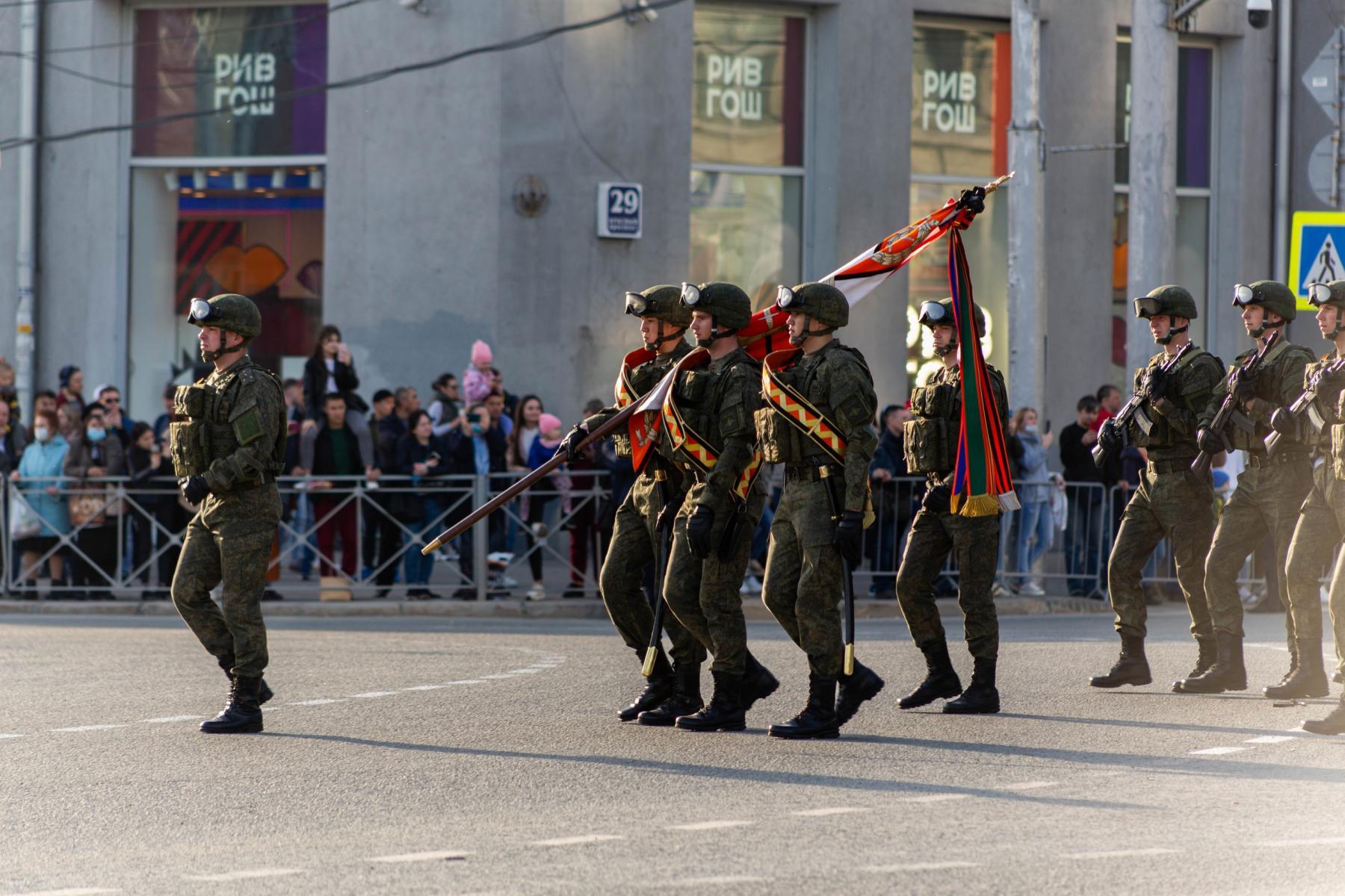 Фото Флаги, форма, техника, толпы зрителей: лучшие фото с репетиции парада в Новосибирске 2