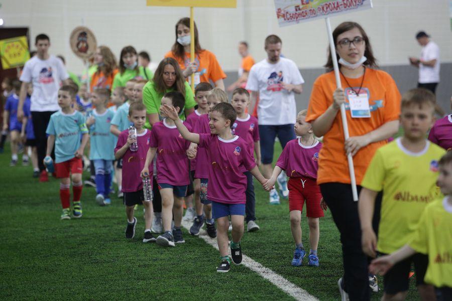 Фото Большая игра маленьких футболистов: в Новосибирске прошёл турнир «Крохабол-2021» 3