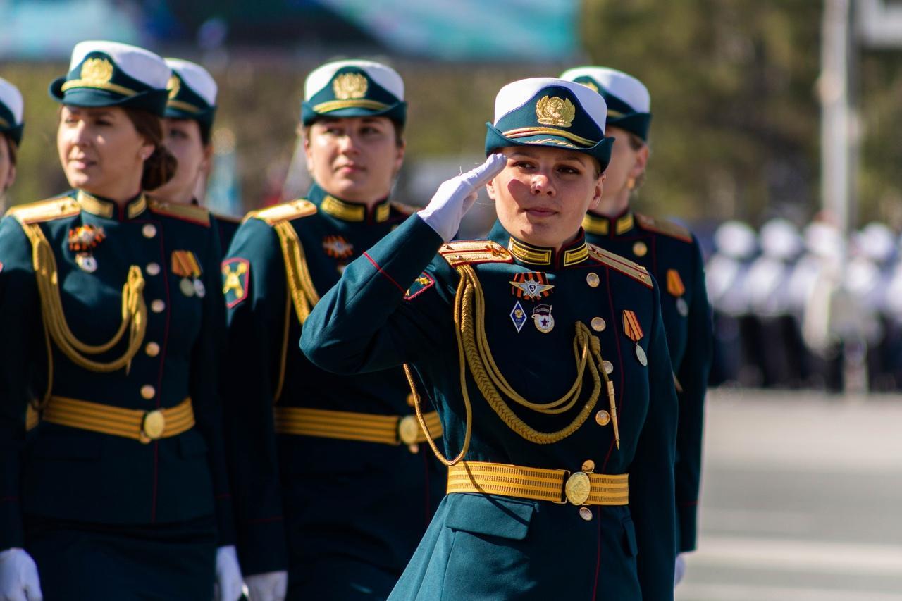 фото Военный парад Победы прошёл в центре Новосибирска 9 мая 9