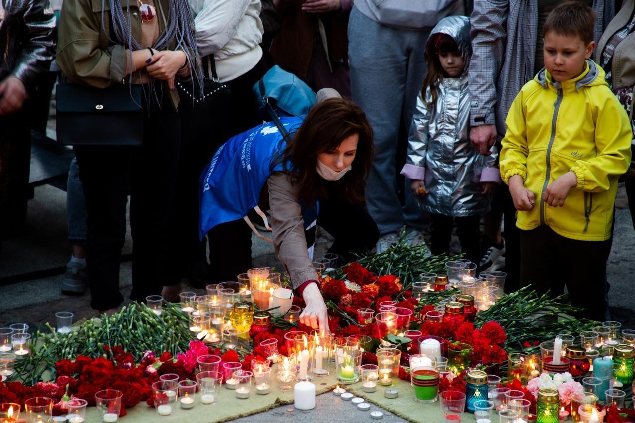 фото Новосибирцы зажгли тысячи свечей на Монументе Славы 7