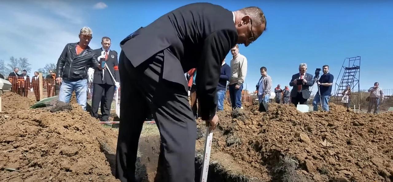Фото «Если вырыто качественно, гроб не застрянет»: победители первого в Новосибирске чемпионата по копанию могил рассказали, на что потратят выигрыш 3