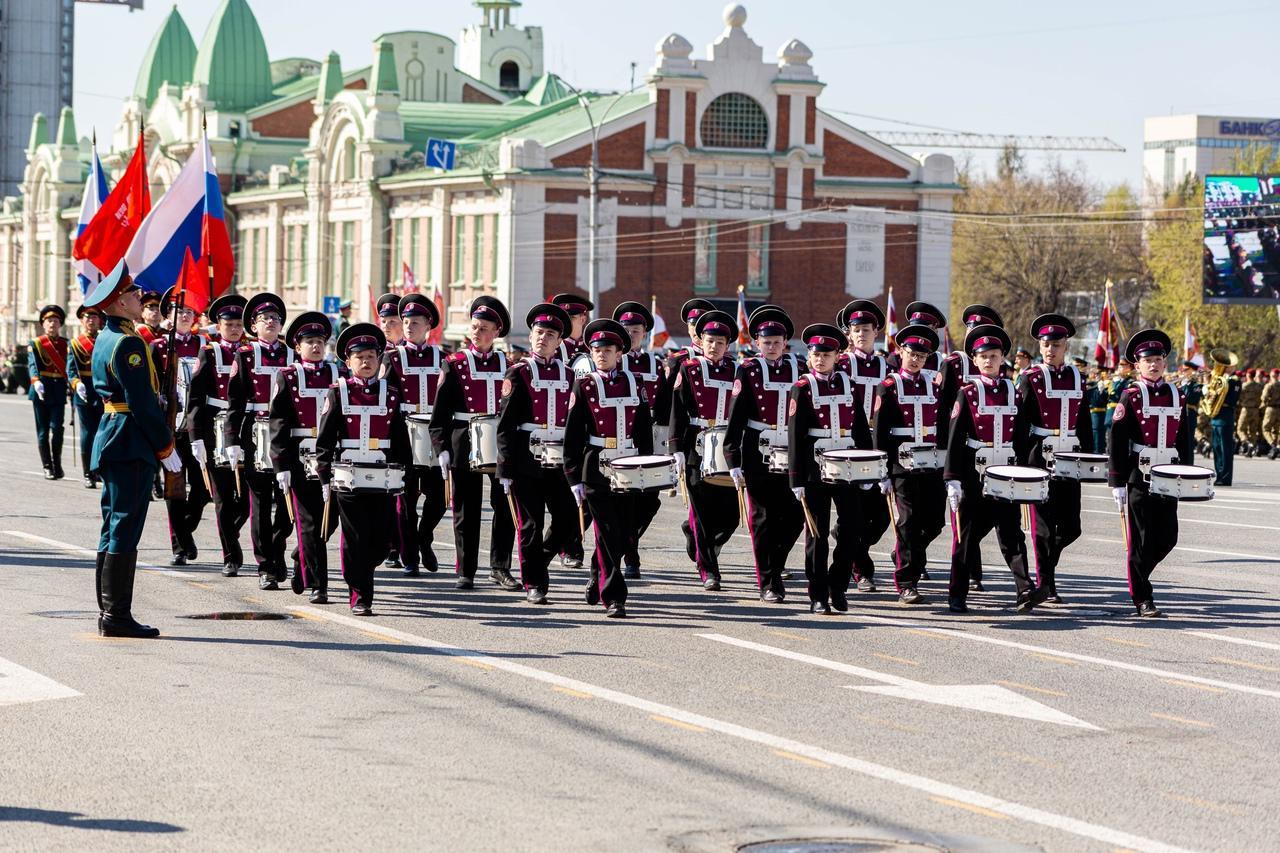 фото Военный парад Победы прошёл в центре Новосибирска 9 мая 6