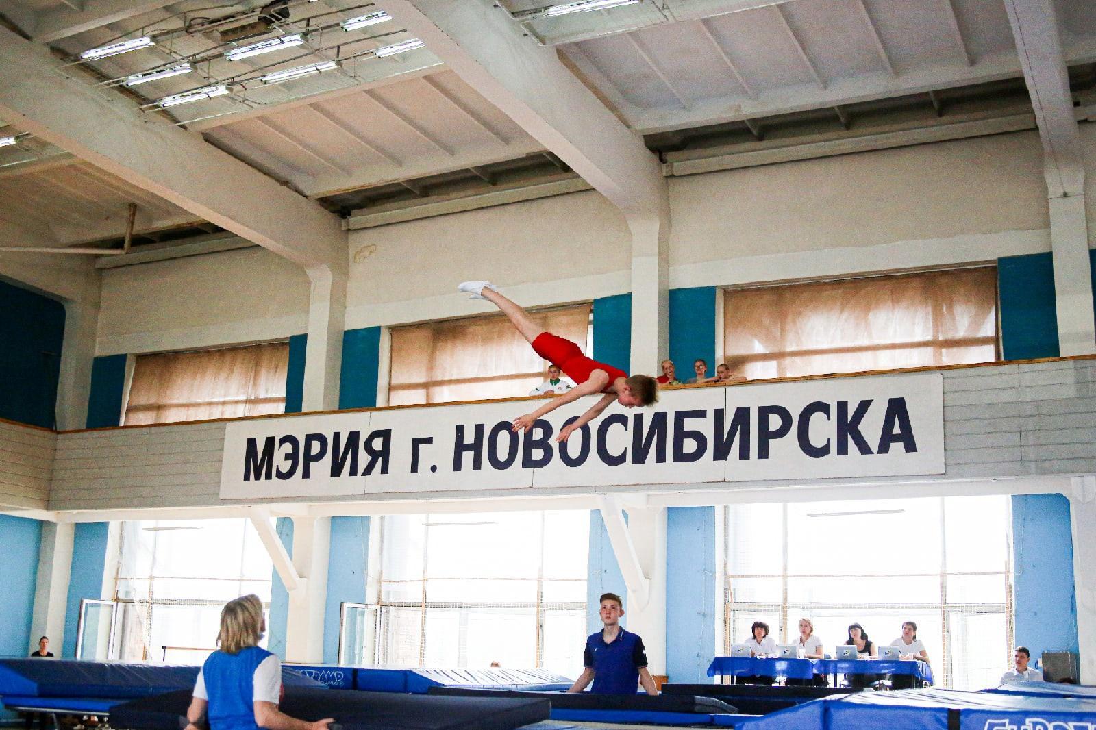 фото Всероссийские соревнования по прыжкам на батуте проходят в Новосибирске 3