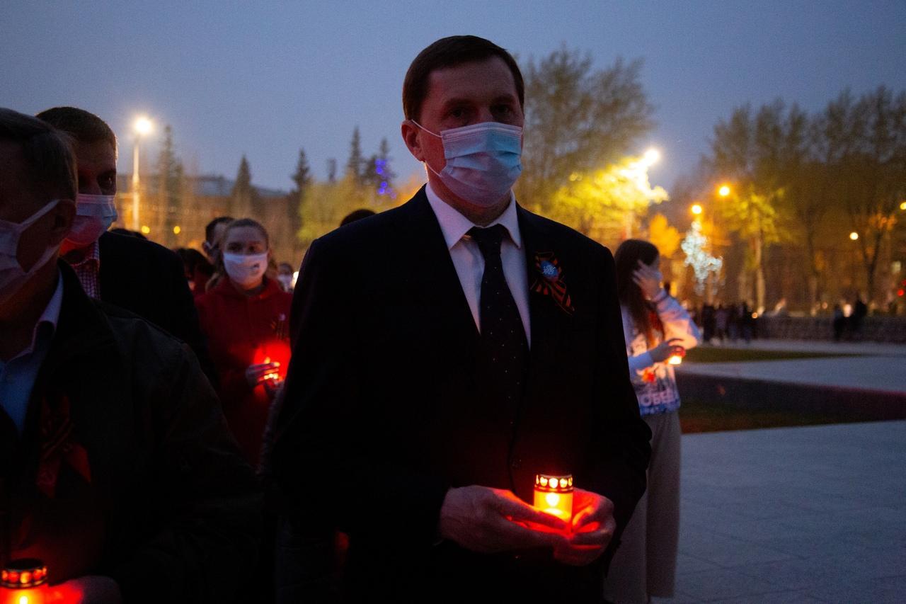 фото Новосибирцы зажгли тысячи свечей на Монументе Славы 3