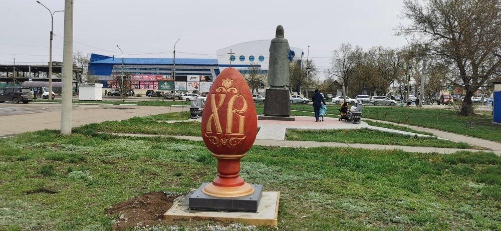 фото Полутораметровое пасхальное яйцо появилось в Рубцовске 2