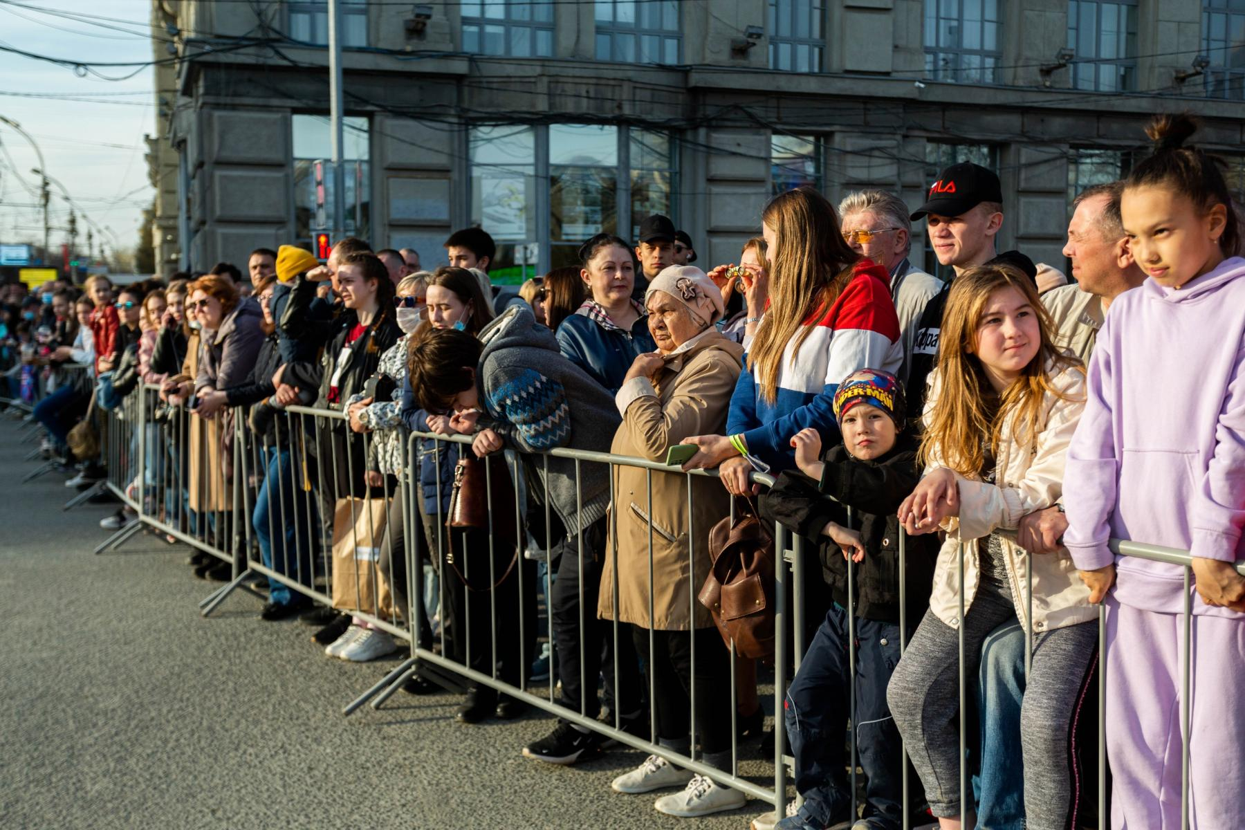 Фото Флаги, форма, техника, толпы зрителей: лучшие фото с репетиции парада в Новосибирске 5