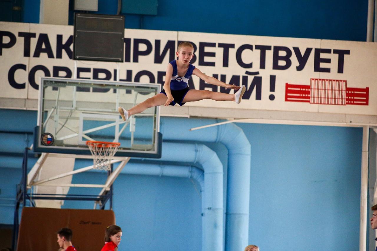 фото Всероссийские соревнования по прыжкам на батуте проходят в Новосибирске 6