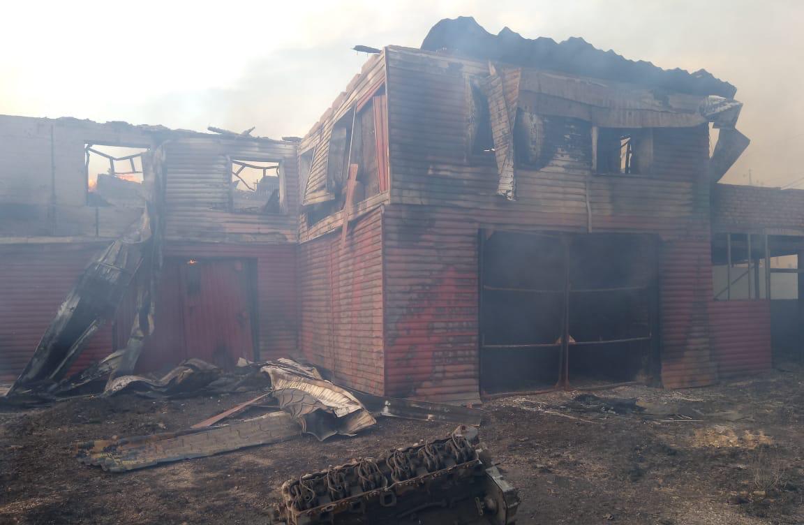 Фото Придорожное кафе на трассе Р-254 горело в Новосибирской области 2