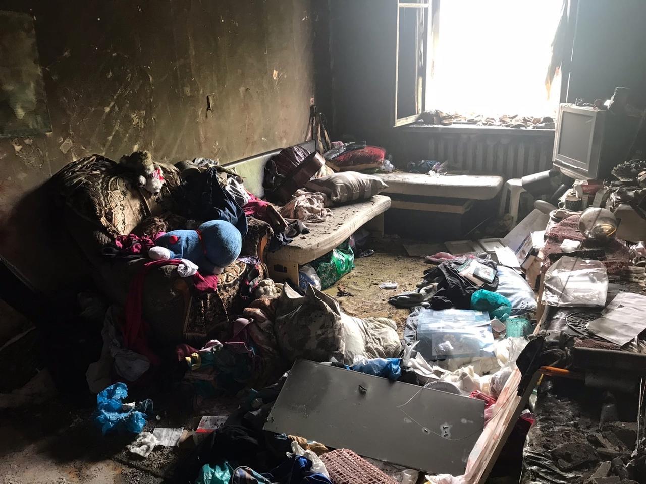 фото «Устроили балаган на весь дом, полиция не приехала»: что известно о пожаре с тремя погибшими в Новосибирске 7