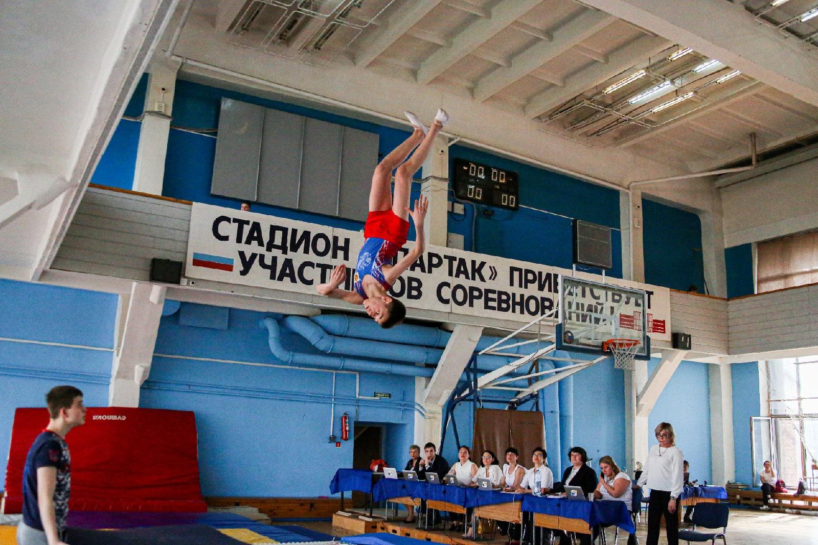 фото Всероссийские соревнования по прыжкам на батуте проходят в Новосибирске 8