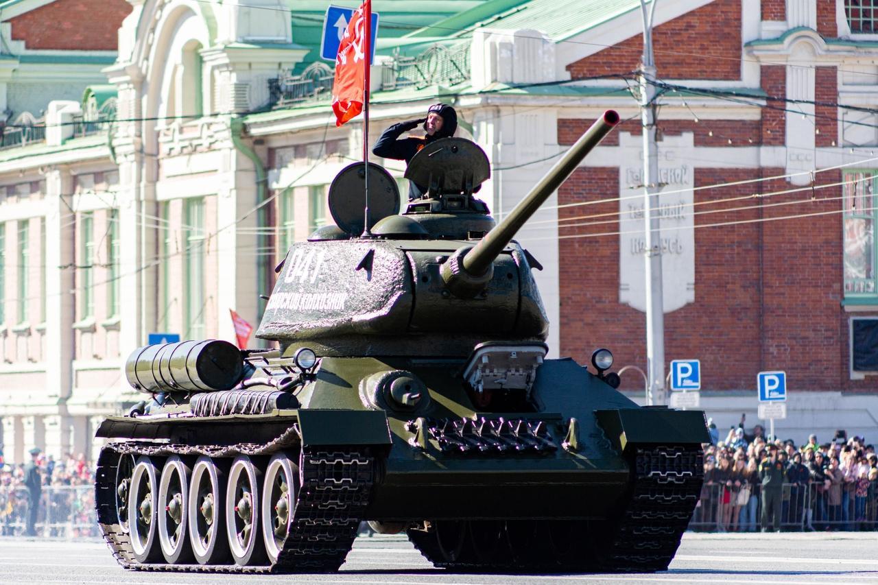 фото Военный парад Победы прошёл в центре Новосибирска 9 мая 10