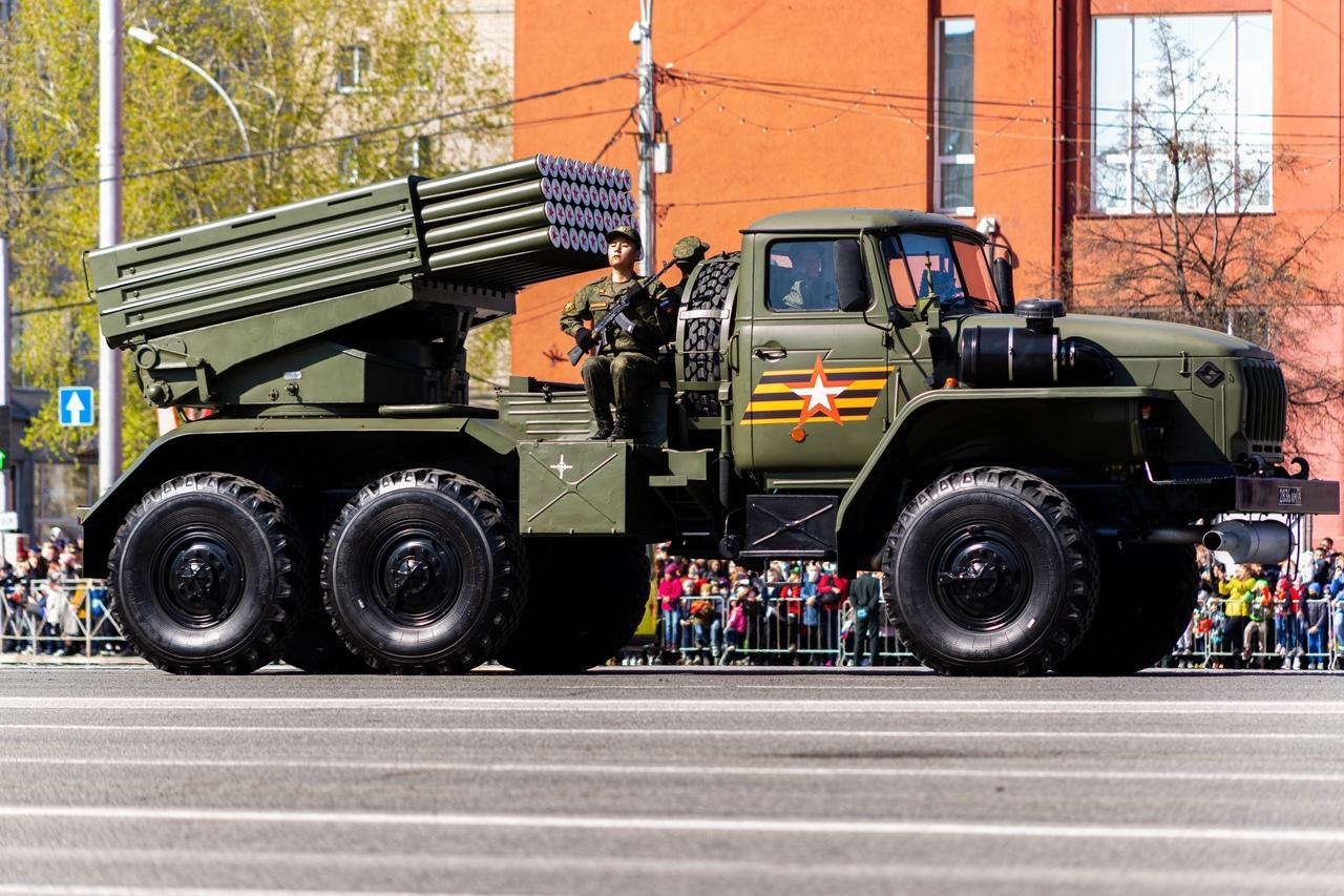 фото Военный парад Победы прошёл в центре Новосибирска 9 мая 14