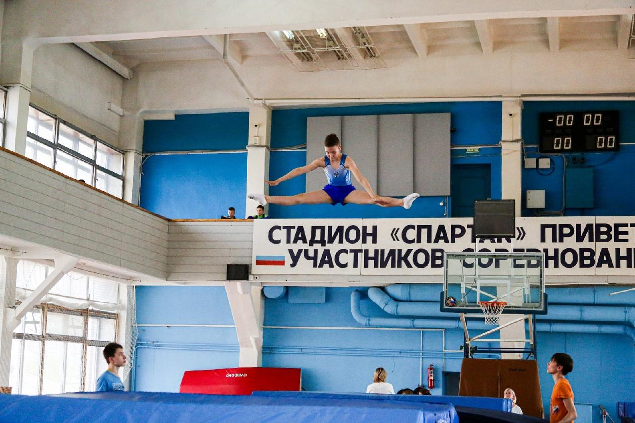 фото Всероссийские соревнования по прыжкам на батуте проходят в Новосибирске 11