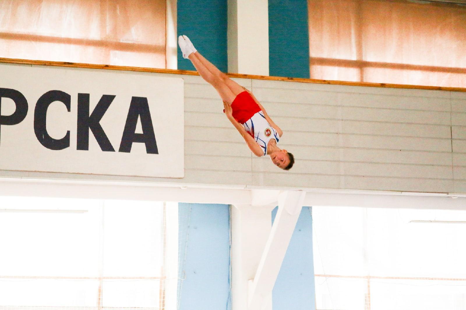 фото Всероссийские соревнования по прыжкам на батуте проходят в Новосибирске 12