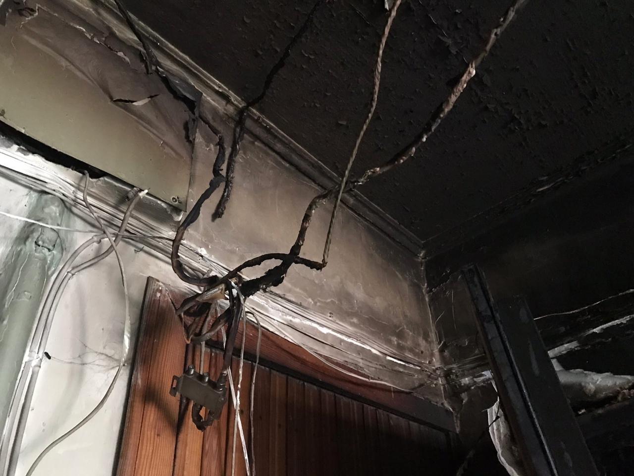 фото «Устроили балаган на весь дом, полиция не приехала»: что известно о пожаре с тремя погибшими в Новосибирске 6