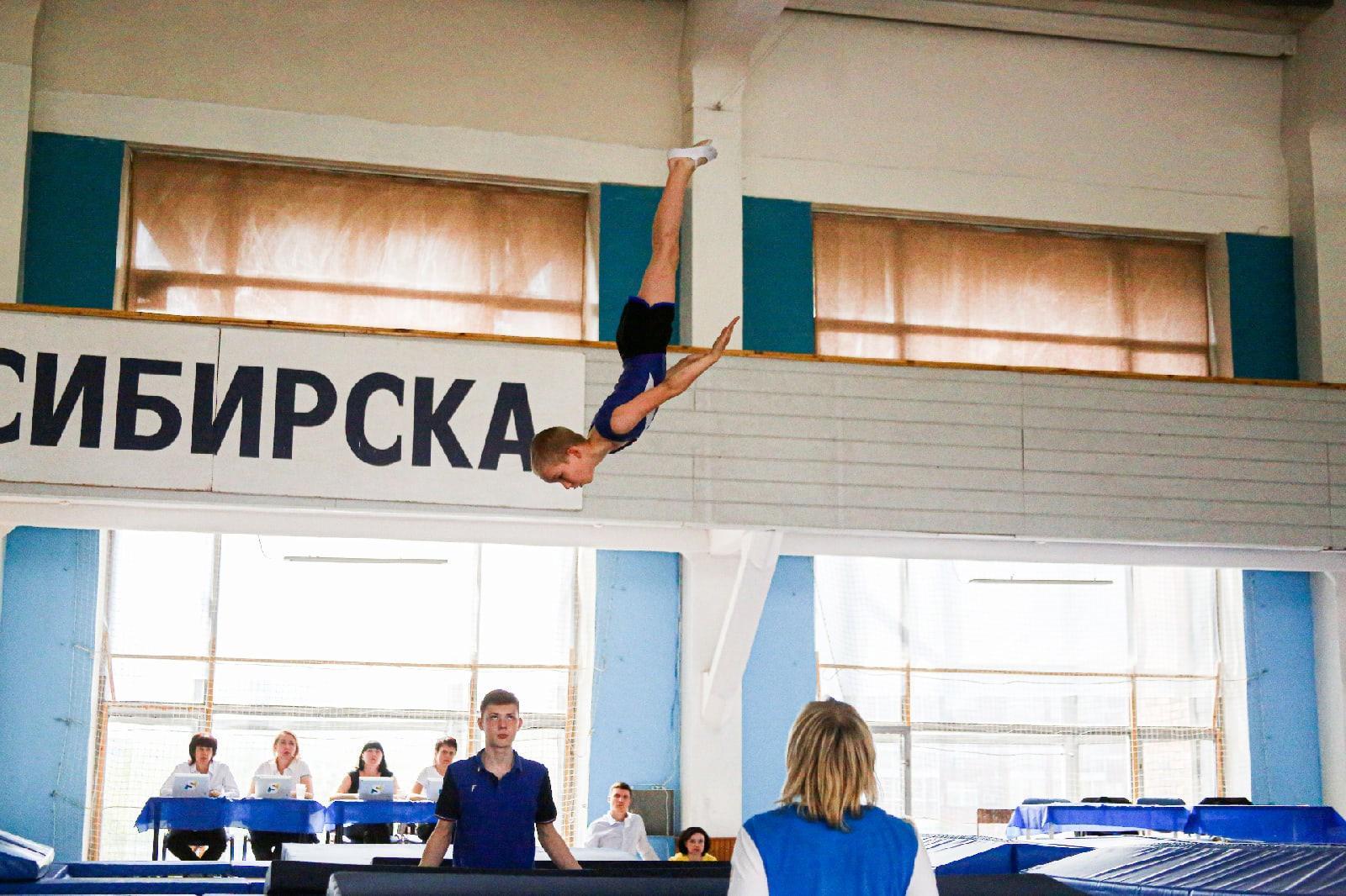 фото Всероссийские соревнования по прыжкам на батуте проходят в Новосибирске 14