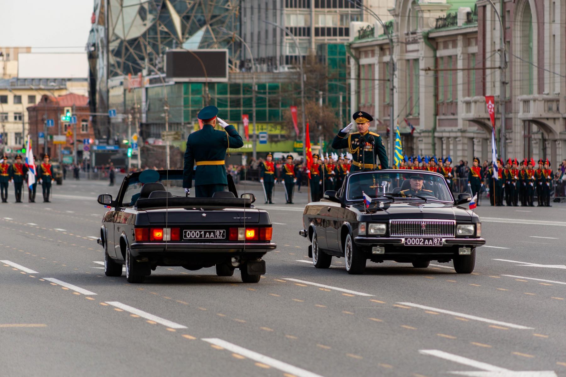 Фото Флаги, форма, техника, толпы зрителей: лучшие фото с репетиции парада в Новосибирске 9