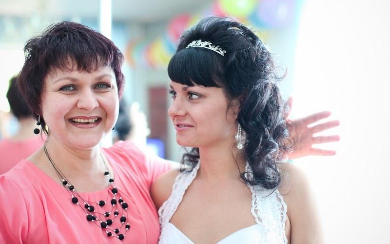 фото «Кто ещё спросит, надела ли ты шарф и не болят ли глаза от компьютера?!»: новосибирцы рассказали, за что  любят своих мам 6