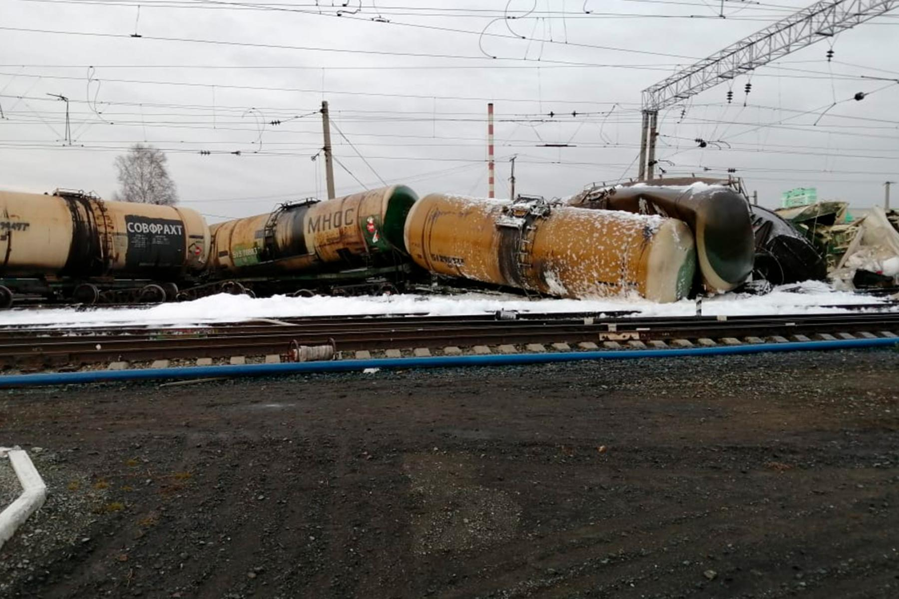 фото Появились фотографии с места массового схода вагонов в Новосибирской области 2