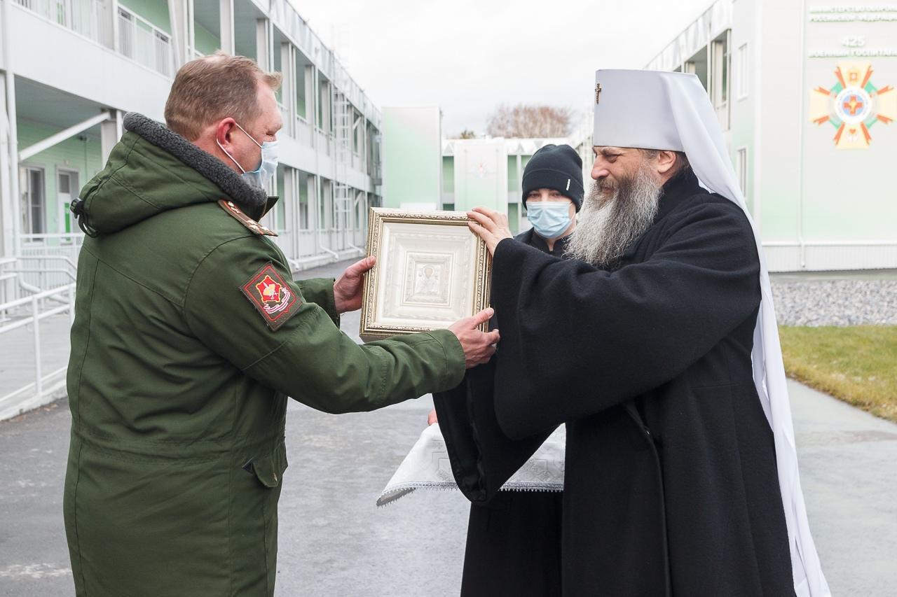 фото Новый ковидный госпиталь в Новосибирске окропили святой водой 4
