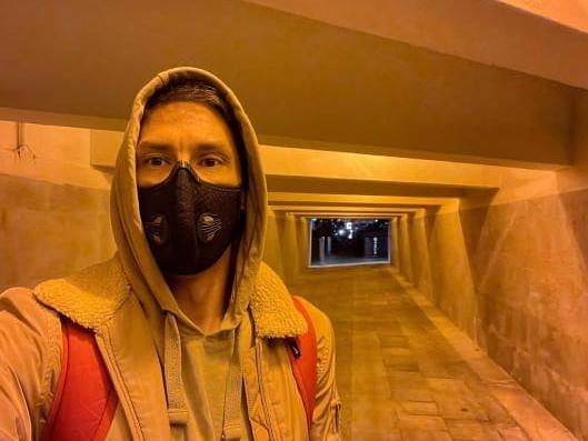 фото Масочный режим: что сегодня в тренде у обычных людей и знаменитостей 16