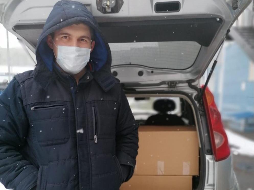 Барнаульский шеф-повар устроил праздничный обед для медиков ковидного госпиталя