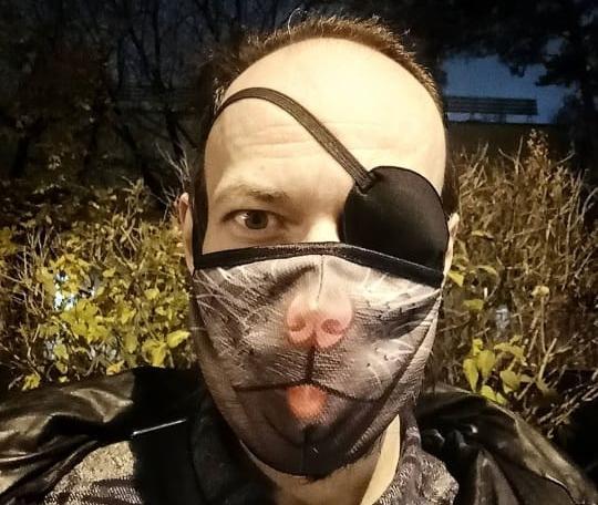 фото Масочный режим: что сегодня в тренде у обычных людей и знаменитостей 11