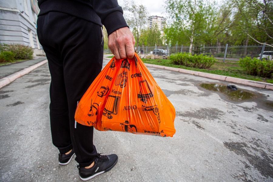 Фото Школьникам Кузбасса на удалёнке раздадут продуктовые наборы 2