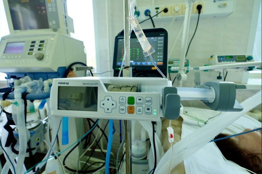 Фото «Просто чудо, что бабушка выжила»: 70-летнюю сибирячку после 5 часов ожидания госпитализации положили в столовой больницы 4