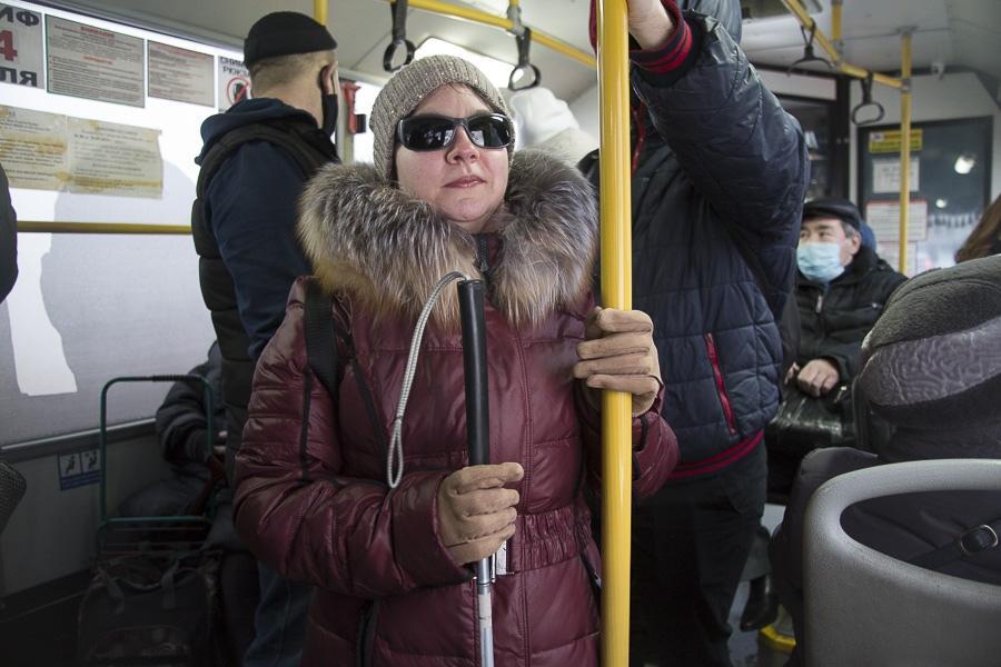 фото «Лучшая помощь – это люди»: как незрячие воюют в Новосибирске с автохамами, кривыми тротуарами и снегом 5