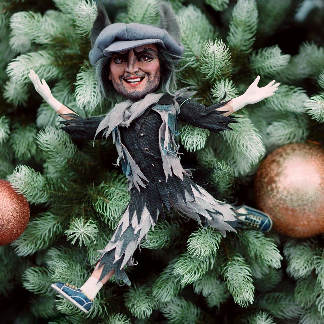 фото НОВАТ показал авторскую ёлку с игрушками в виде персонажей спектаклей 2