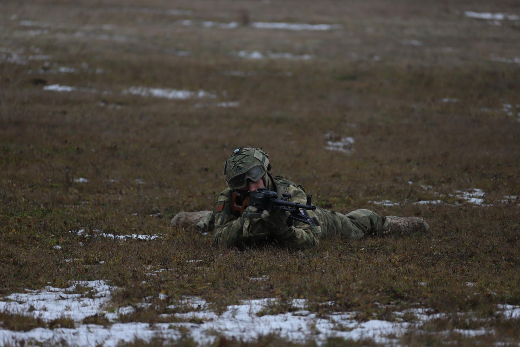 Фото Новосибирские спецназовцы вышли из вертолёта без парашютов: смотрим на лучшие кадры с учений 4