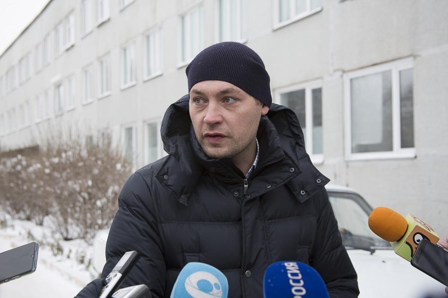 Фото Активную помощь медикам и населению Кировского района оказывают волонтёры 2