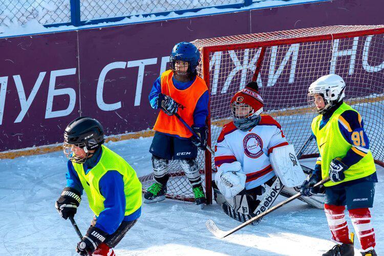 фото «Соперники приходили за нас поболеть»: юные хоккеисты из Новосибирска разгромили грандов и стали лучшими в России 3