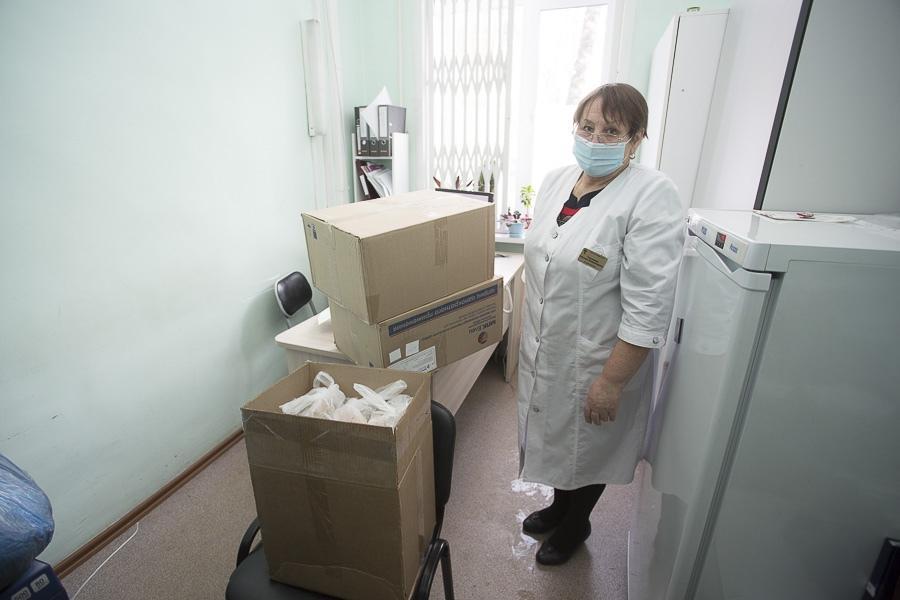 «Им сейчас тяжело»: новосибирские мусульмане в пандемию коронавируса кормят пловом врачей поликлиники