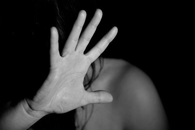 фото «Я верила, что он меня убьёт»: жительница Новосибирска сбежала от жестокого мужа, чтобы выжить 5