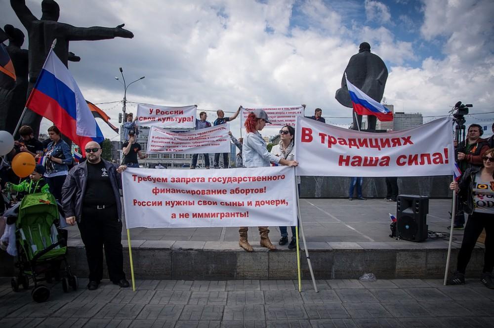 фото Хоккей и тыквы: православные активисты нашли новую мишень 5