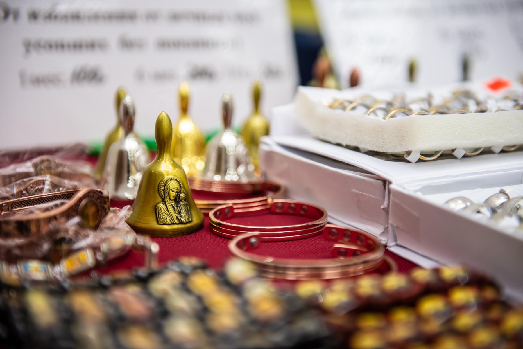 Фото «Этот Псалтырь – просто бестселлер!»: как новосибирцев зазывают на православную ярмарку 10