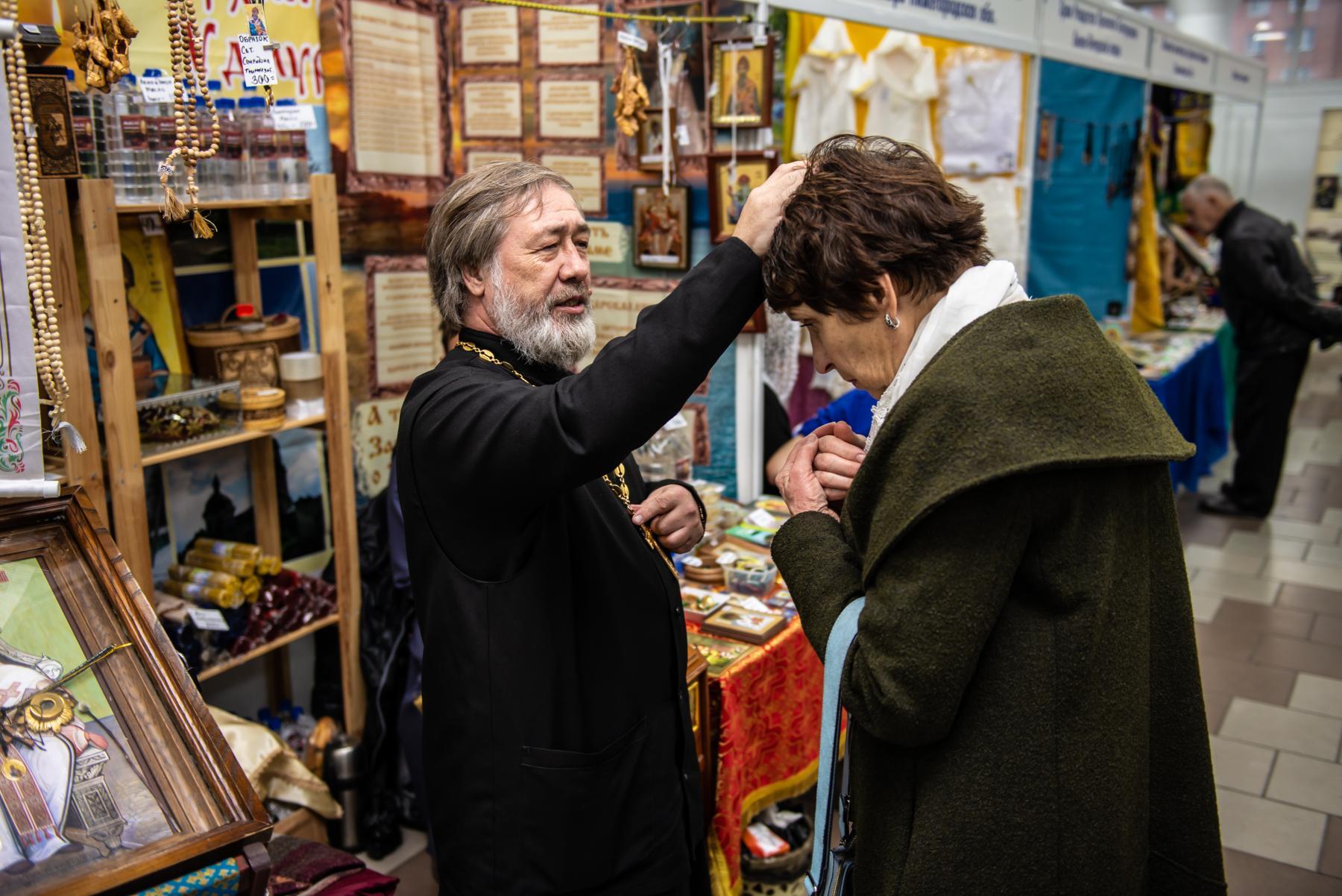 Фото «Этот Псалтырь – просто бестселлер!»: как новосибирцев зазывают на православную ярмарку 18
