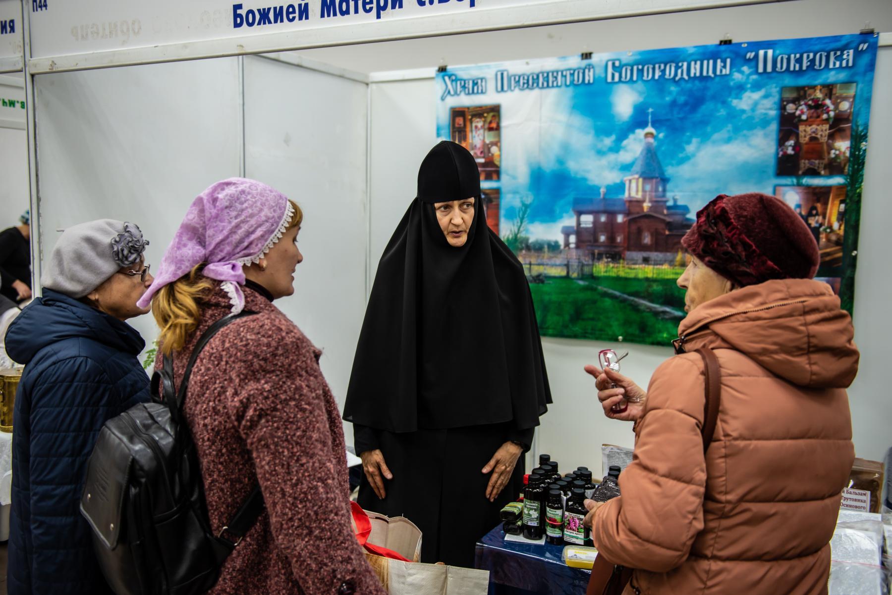 Фото «Этот Псалтырь – просто бестселлер!»: как новосибирцев зазывают на православную ярмарку 21
