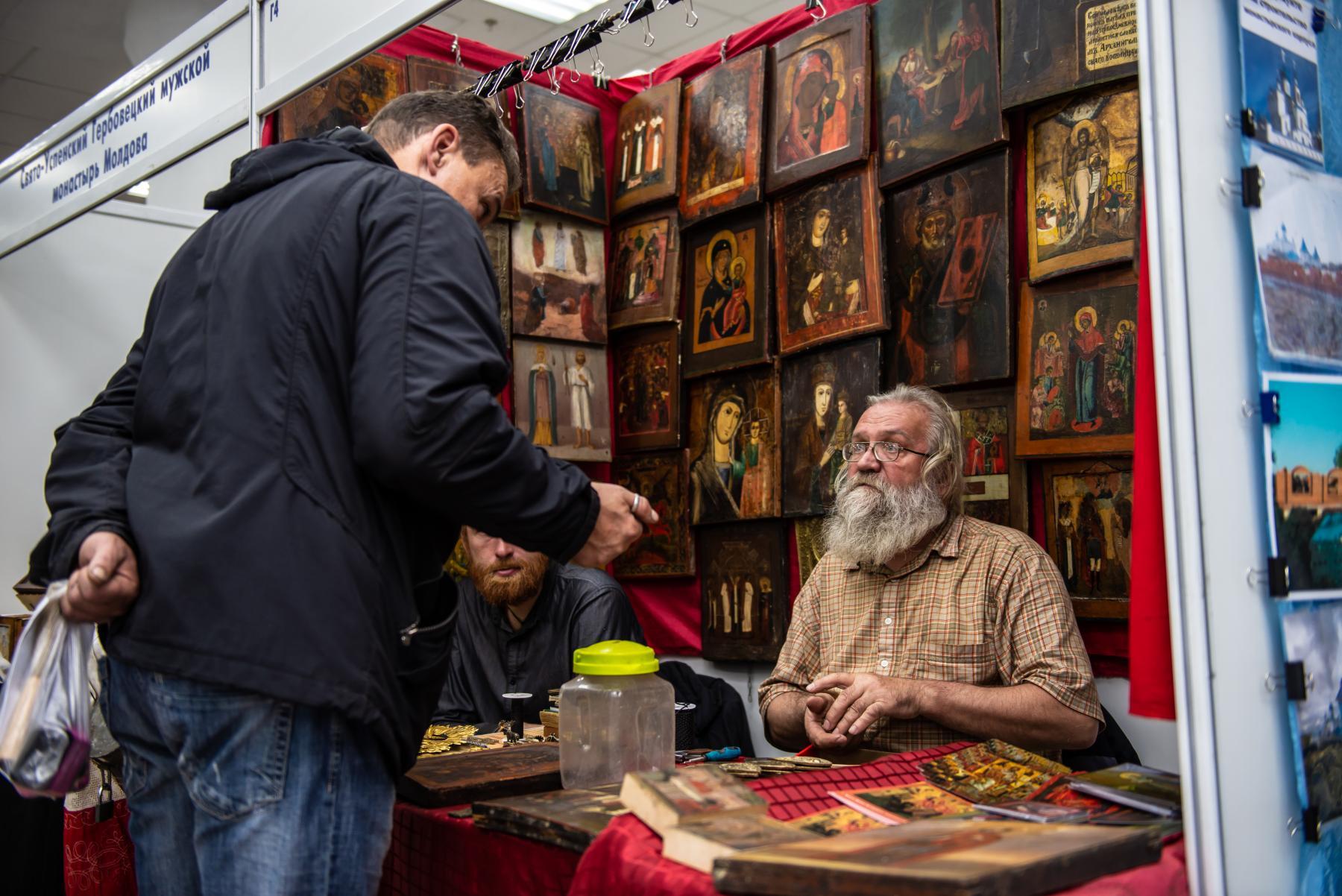 Фото «Этот Псалтырь – просто бестселлер!»: как новосибирцев зазывают на православную ярмарку 19