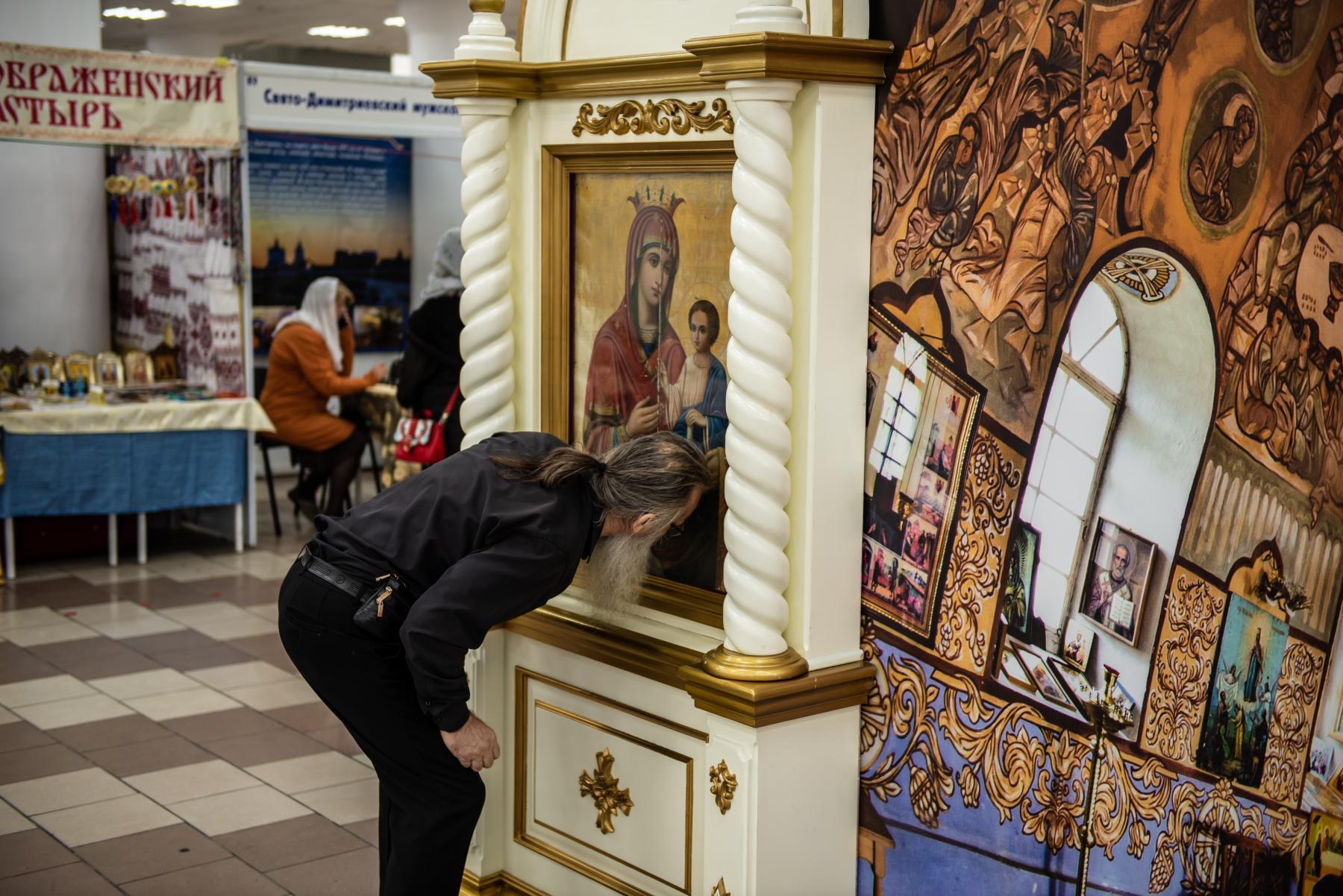 Фото «Этот Псалтырь – просто бестселлер!»: как новосибирцев зазывают на православную ярмарку 16