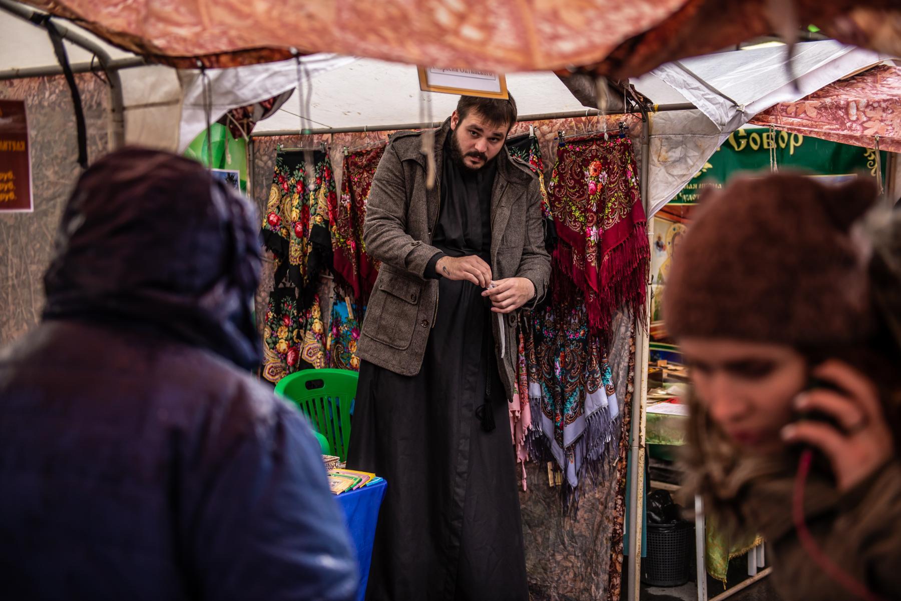 Фото «Этот Псалтырь – просто бестселлер!»: как новосибирцев зазывают на православную ярмарку 3