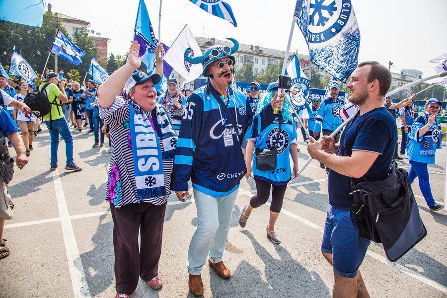 фото Хоккей и тыквы: православные активисты нашли новую мишень 2