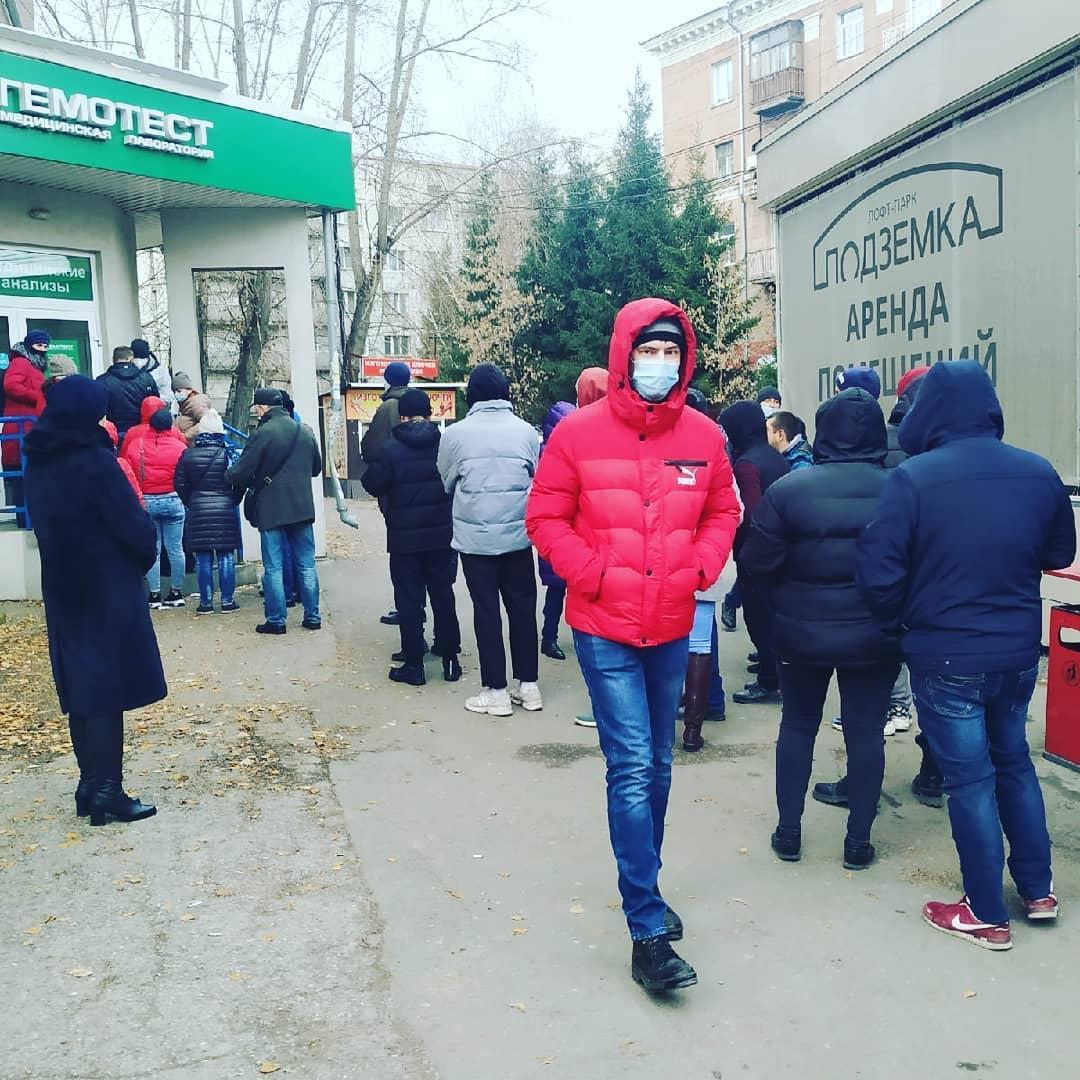 фото «Здравствуй новый прекрасный ковидный мир»: общественников в Новосибирске шокируют очереди на сдачу тестов 2